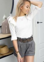 Cienki sweter w biznesowych lookach – idealna alternatywa dla bluzki